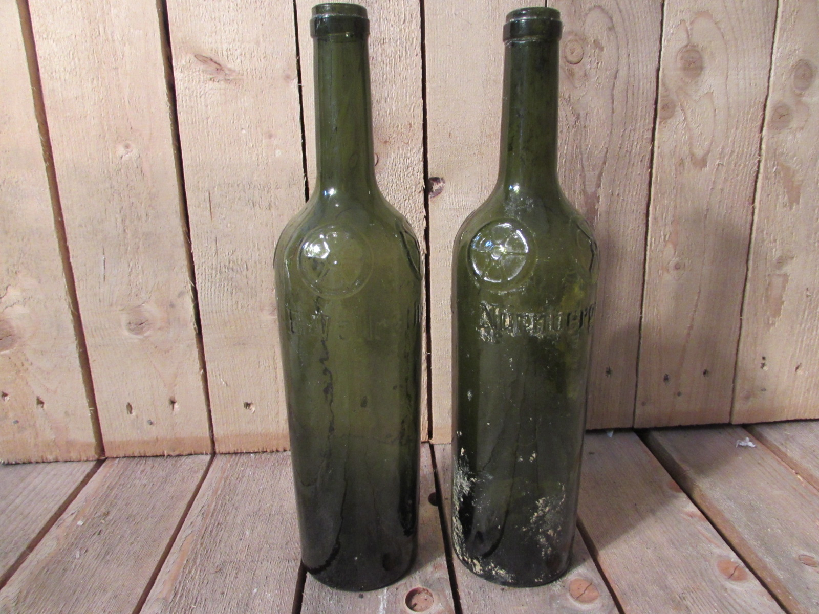 2x wine bottles found at dig near Somme Battlefield WW1