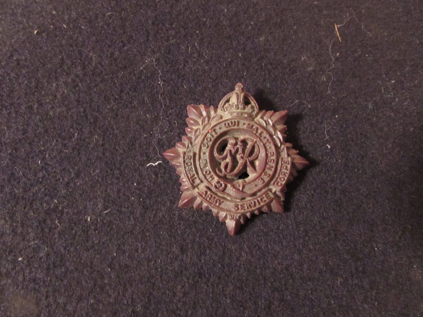 WW2 Bakelite Royal Army Service Corps economy issue cap badge